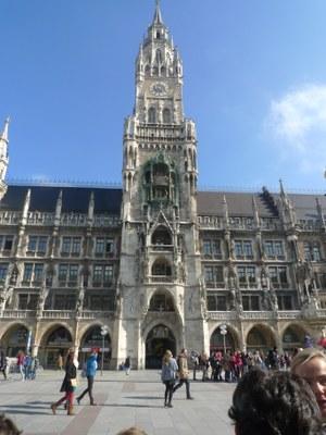 la nouvelle Rathaus avec carillon sur la Marienplatz de Munich