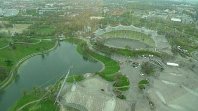 vue de la tour olympique sur le parc olympique de Munich